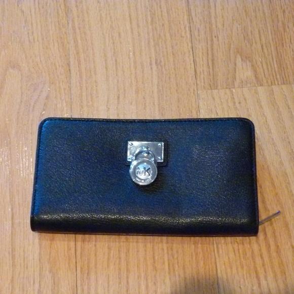 Michael Kors Handbags - Michael Kors Hamilton black wallet